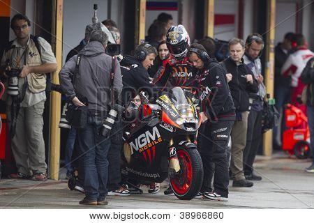 CHESTE - NOVEMBER 9: Colin Edwards during MOTOGP of the Comunitat Valenciana, on November 9, 2012, in Ricardo Tormo Circuit of Cheste, Valencia, Spain