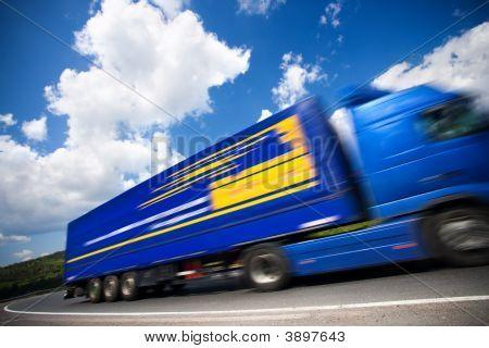 Caminhão movente rápido