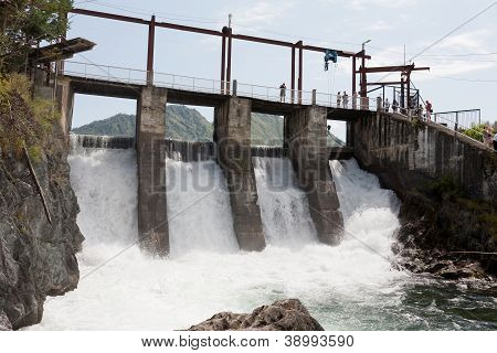 Hydroelectric power plant generates electricity