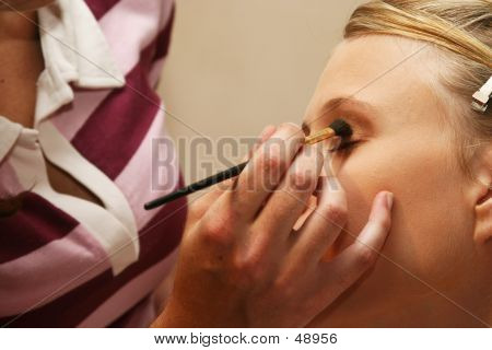 Kunstenaar toepassing van cosmetica
