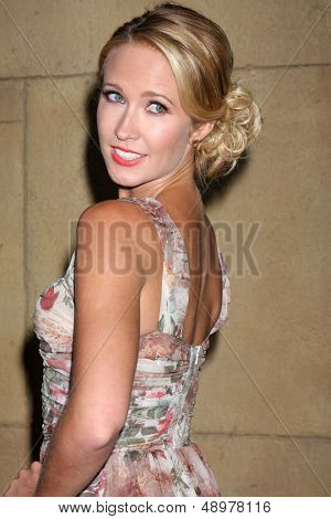 LOS ANGELES - AUG 5:  Anna Camp arrives at the