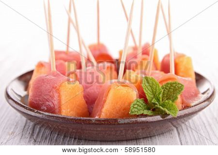 fingerfood, melon and prosciutto