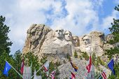 pic of mount rushmore national memorial  - Mount Rushmore National Monument in South Dakota - JPG