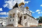 picture of trinity  - Trinity cathedral of Ipatiev Monastery in Kostroma - JPG