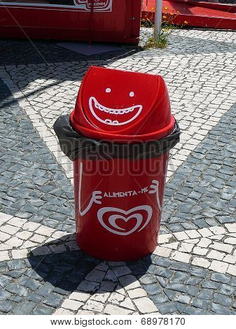 Happy Rubbish Bin