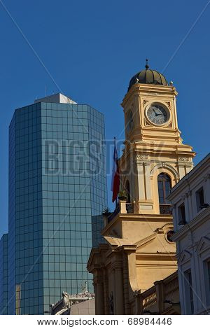 Old meets new in the Plaza de Armas