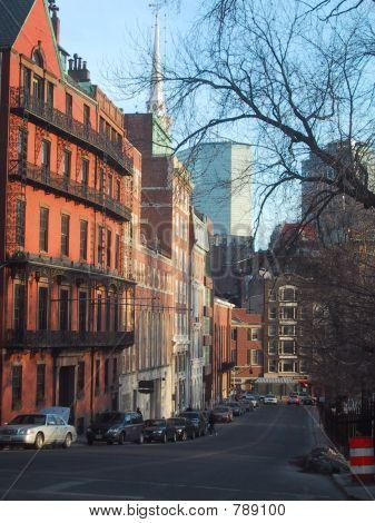 Calle de la ciudad de Boston con nuevos y viejos edificios