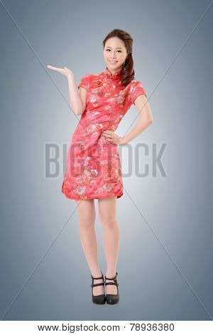 Smiling Chinese woman dress traditional cheongsam and introduce.