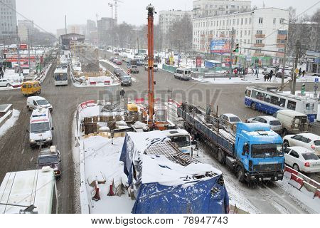 MOSCOW, RUSSIA - MAR 19, 2014: Schelkovskoe highway in Moscow in winter, road reconstruction
