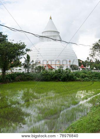 Tissamaharama Dagoba