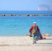 image of peddlers  - seller walking on the beach in Alghero shore - JPG