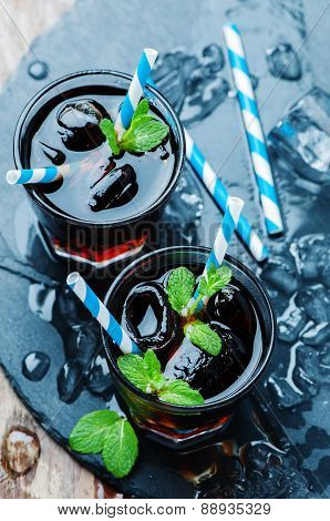 Cuba Libre With Ice And Mint