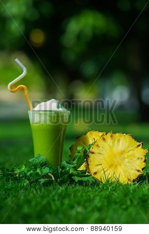 Green smoothie with pinapple