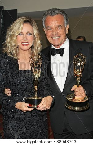 LOS ANGELES - APR 24: Donna Mills, Ray Wise at The 42nd Daytime Creative Arts Emmy Awards Gala at the Universal Hilton Hotel on April 24, 2015 in Los Angeles, California