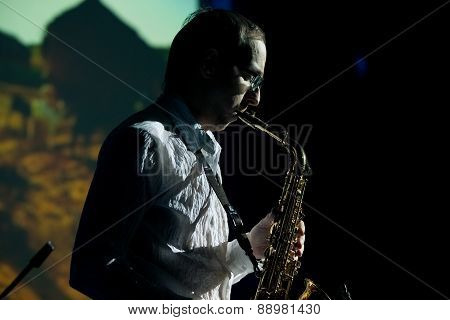 Man playing saxohone