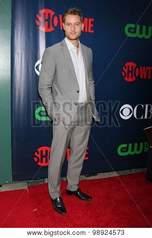 LOS ANGELES - AUG 10:  Justin Hartley at the CBS TCA Summer 2015 Party at the Pacific Design Center on August 10, 2015 in West Hollywood, CA