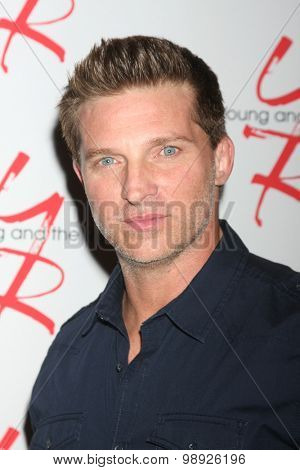 LOS ANGELES - AUG 15:  Steve Burton at the