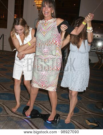 LOS ANGELES - AUG 15:  Hunter King, Jess Walton, Ameila Heinle at the