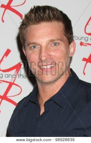 LOS ANGELES - AUG 15:  Steve Burton at the