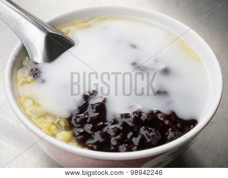 Black Sticky Rice And Soybeans With Coconut Milk