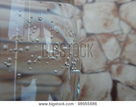 Bubbles of sparkling water in glass closeup
