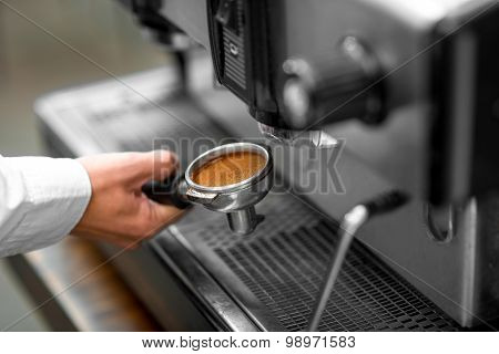 Putting holder to the coffee machine
