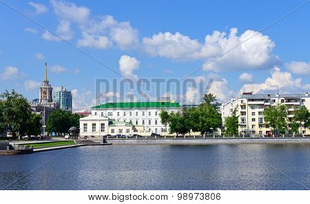 Yekaterinburg downtown, pond and old buildings