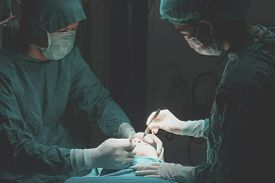 picture of scalpel  - Plastic surgery wrinkle reduction  - JPG