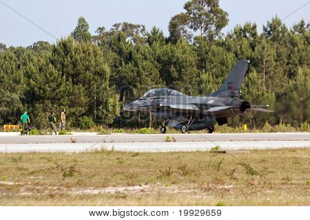 Monte Real, Portugal-april 7: F16 Portuguese Grounded With Maintenance Crew At Base N.5 Monte Real,i