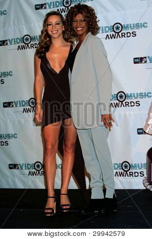 LOS ANGELES - SEPT 10:  Mariah Carey, Whitney Houston arrives at the 1998 MTV Video Music Awards at Universal Ampitheatre on September 10, 1998 in Los Angeles, CA