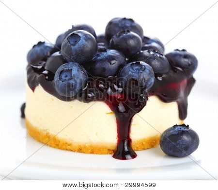Cake with cream cheese and fresh blueberries