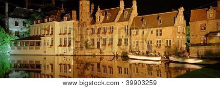 canal at night in bruges