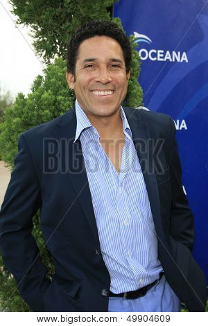 LOS ANGELES - AUG 18:  Oscar Nunez at the Oceana's 6th Annual SeaChange Summer Party at the Beverly Hilton Hotel on August 18, 2013 in Beverly Hills, CA