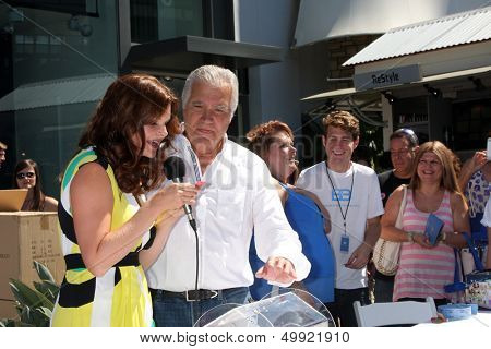 LOS ANGELES - AUG 23:  Heather Tom, John McCook at the Bold and Beautiful Fan Meet and Greet at the Farmers Market on August 23, 2013 in Los Angeles, CA