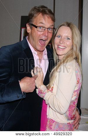 LOS ANGELES - AUG 24:  Doug Davidson, Lauralee Bell at the Young & Restless Fan Club Dinner at the Universal Sheraton Hotel on August 24, 2013 in Los Angeles, CA