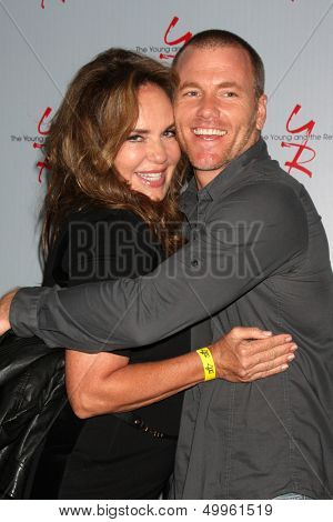 LOS ANGELES - AUG 24:  Catherine Bach, Sean Carrigan at the Young & Restless Fan Club Dinner at the Universal Sheraton Hotel on August 24, 2013 in Los Angeles, CA