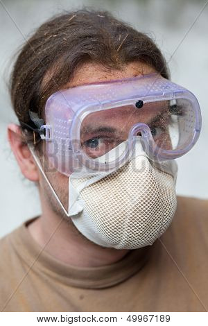 Worker with breathing mask