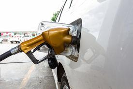 picture of fuel economy  - Close - JPG