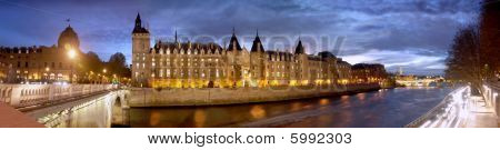 Paris Seine Conciergerie