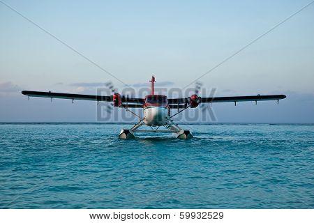 Landing seaplane