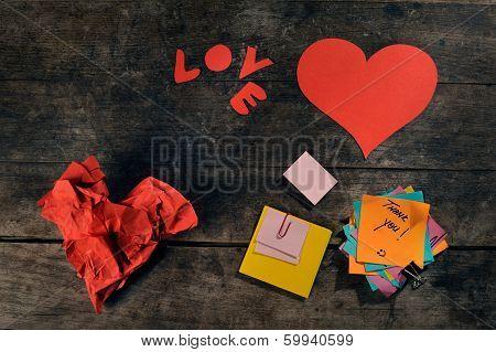 Handmade hearts and blank customizable notes.