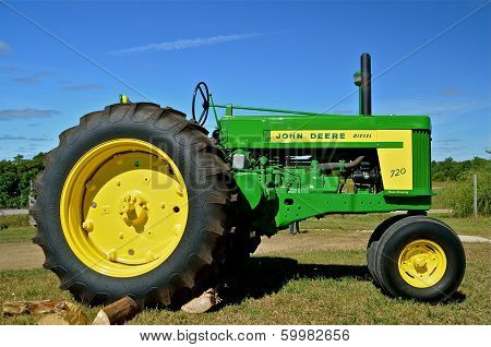 John Deere 730 tractor at Rollag