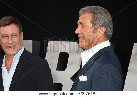 LOS ANGELES - AUG 11:  Alan Nierob, Mel Gibson at the