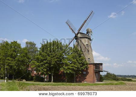 Windmill Ovenstaedt (petershagen, Germany)
