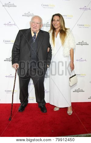 LOS ANGELES - JAN 8:  Ed Asner, Liza Asner at the Hallmark TCA Party at a Tournament House on January 8, 2014 in Pasadena, CA