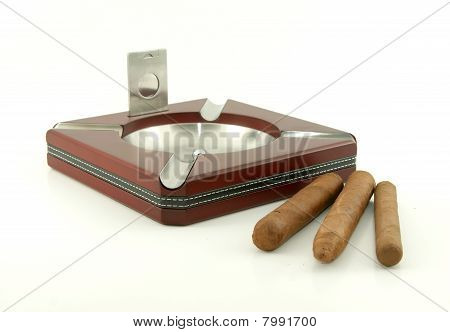 Cigar ashtray with cigars and cutter