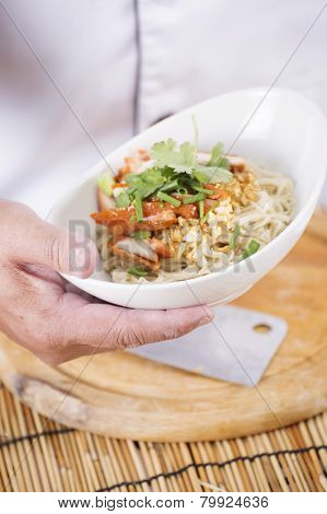 Chef Present Egg Noodle With Roast Chicken