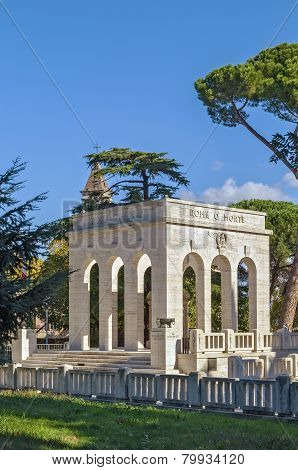 Gianicolense Mausoleum Monument, Rome