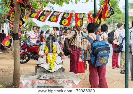 Madurai, India - February 15: An Unidentified Students In School Uniform Are Standing Near Sculpture