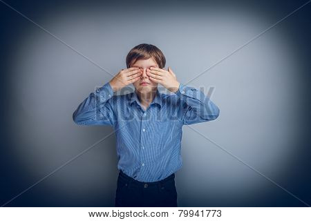 teenager boy Caucasian appearance eyes closed hands cross proces